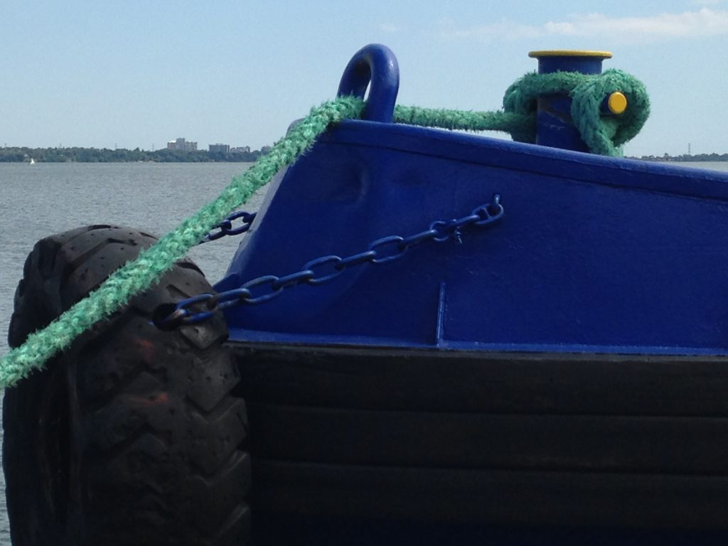 Front of blue boat with turquoise rope